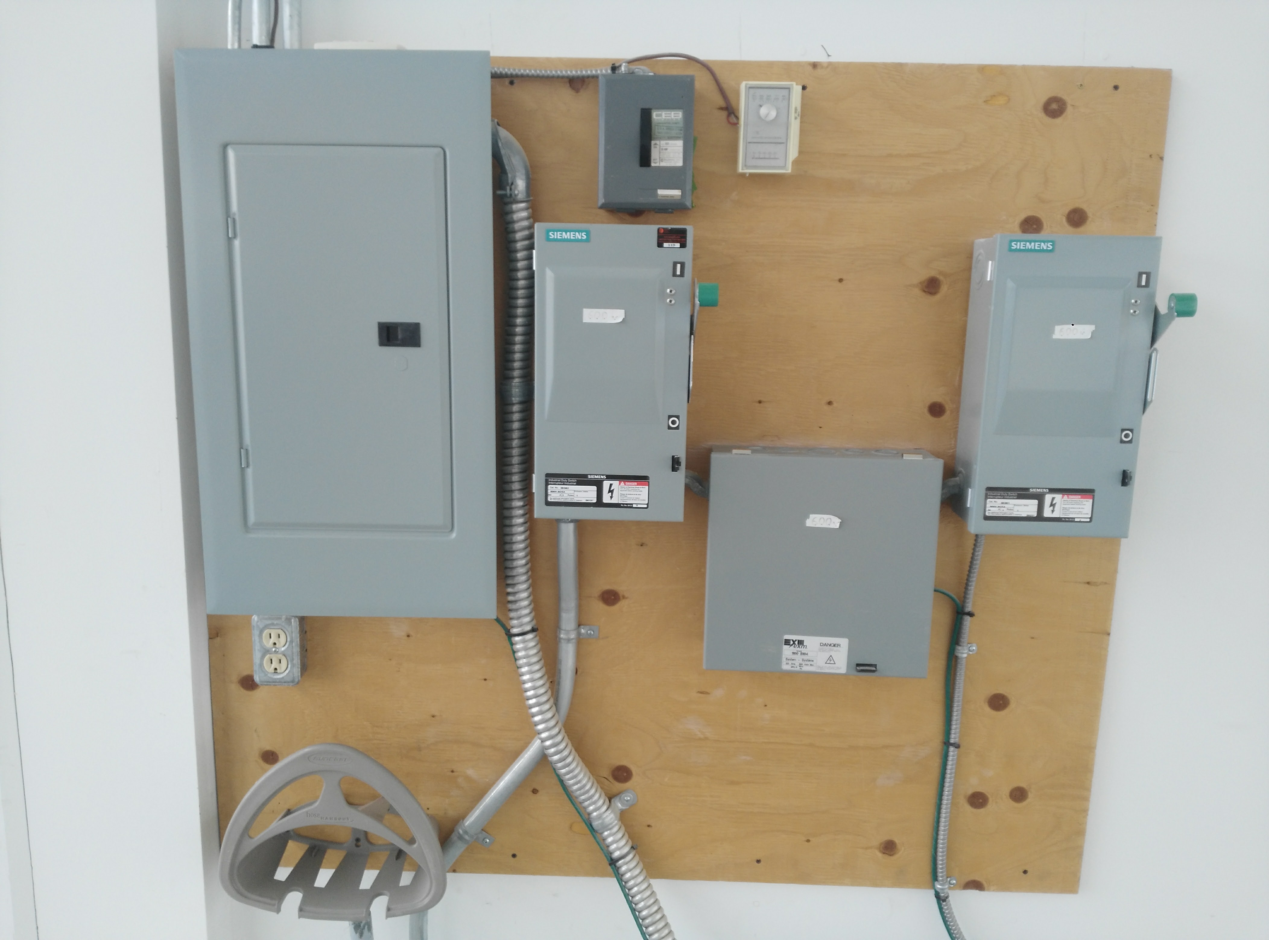 retail instalation panel electrical